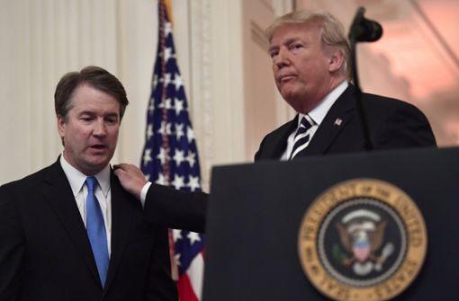 US-Präsident Donald Trump feiert seinen Triumph: der neue US-Verfassungsrichter Brett Kavanaugh im Weißen Haus. Foto: AP