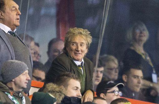 Rod Stewart schaute vor Auslosung wohl zu tief ins Glas