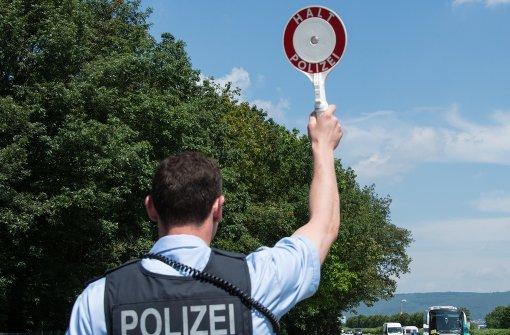 Betrunkene Fahrerin greift Polizisten an