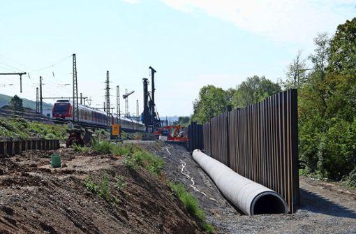 Ein Abschnitt des Neckarersatzbaches wird in einen Kanal verlegt und der Bereich dann mit 15000 Kubikmeter Erde aufgefüllt. Foto: