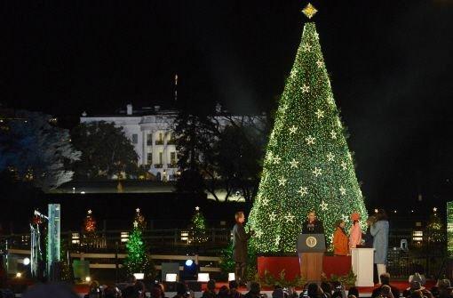 washington obamas lassen nationalen weihnachtsbaum erstrahlen panorama stuttgarter nachrichten. Black Bedroom Furniture Sets. Home Design Ideas