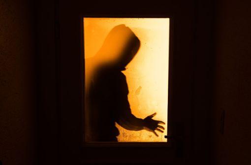 Verfolgter Einbrecher zückt ein Messer