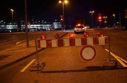 Auf dem Werksgelände von Daimler in Sindelfingen ist bereits den zweiten Tag in Folge eine Bombe gefunden worden. Sämtliche Rettungskräfte sind im Einsatz. Foto: SDMG