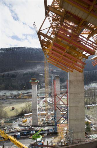 Von der Westseite des Filstals geht der Blick über die ersten Pfeiler der Filstalbrücke. Foto: Horst Rudel