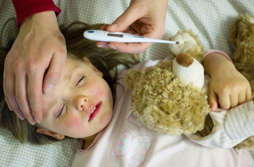 Wichtig ist, dass das kranke Kind ausreichend trinkt Foto: dpa