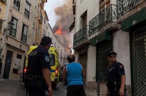 Zwei deutsche Urlauber bei Wohnhaus-Brand in Lissabon verletzt