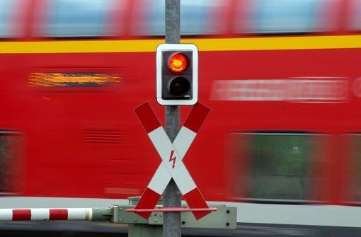 Als ein Regionalexpress am Stuttgarter Westbahnhof durchfährt, erblickt der Lokführer zwei Personen auf den Gleisen. Foto: dpa/Symbolbild