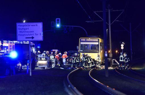 Schwerer Verkehrsunfall mit Stadtbahn und Auto