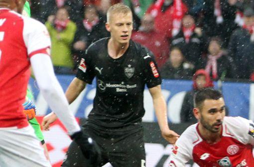 Timo Baumgartl (5): Hoch gelobt nach dem Spiel gegen die Hertha blieb der Innenverteidiger in Mainz den Beweis seiner neuen Stabilität schuldig. Gegen Yoshinori Muto hatte er häufig das Nachsehen. Auch ansonsten wirkte der U-21-Nationalspieler in vielen Szenen nicht auf der Höhe des Geschehens. Hatte Glück, als das Kopfballtor von Suat Serdar nicht anerkannt wurde, denn Timo Baumgartl hatte sich grob verschätzt. Foto: dpa