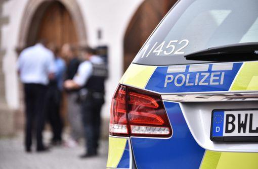 Die Polizisten brachten die 40-Jährige in ein Krankenhaus. Foto: Weingand / Symbolbild