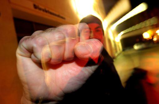 25-Jähriger auf der Königstraße zusammengeschlagen