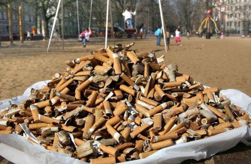 Tabakindustrie soll für Beseitigung von Zigarettenstummeln zahlen