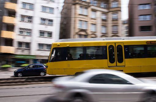 Stadtbahnscheibe geht während der Fahrt zu Bruch
