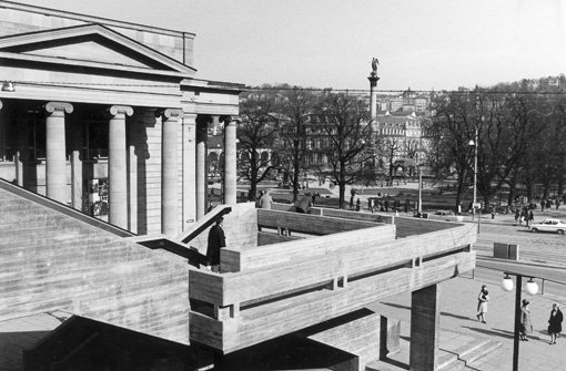 Kleiner Schlossplatz 1969 - Treppe auf der Seite zum Königsbau Foto: Landesmedienzentrum Baden-Württemberg
