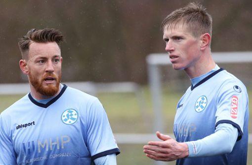 Heiß aufs Derby: Die Kickers-Neuzugänge Tobias Feisthammel (re.) und Michael Klauß, die beide schon für den VfB II am Ball waren. Foto: Baumann