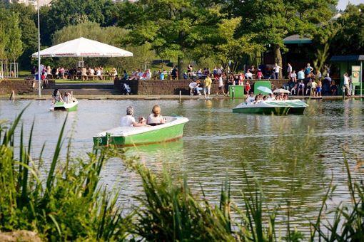 ba href=https://max-eyth-see.com/ target=_blankBiergarten am Max-Eyth-See/a/b Mühlhäuser Straße 271, 70376 Stuttgart-Mitte bTelefon/b 0172/7914925 bAnfahrt/b Haltestelle Max-Eyth-See, dann einmal um den See laufen bÖffnungszeiten/b Von März bis Oktober, Montag bis Freitag ab 12 Uhr, Samstag und Sonntag ab 11 Uhr bKarte/b Typisch Schwäbisch bAmbiente/b Direkt am See gelegen mit Blick auf die Weinberge Foto: Rudel