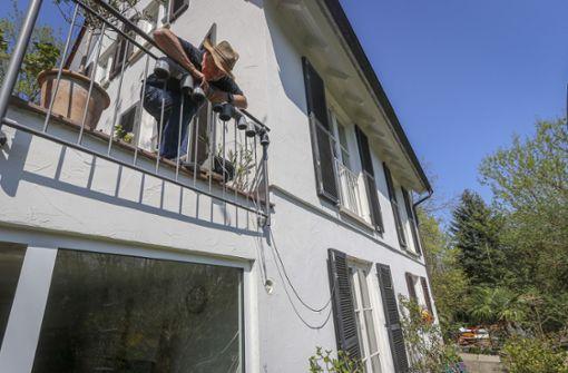 Ewald Thoma misst die Feinstaubkonzentration der Luft in Leonberg. Foto: factum/Granville