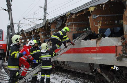 Zwei Personenzüge sind in Niklasdorf in der Steiermark zusammengetoßen. Foto: dpa