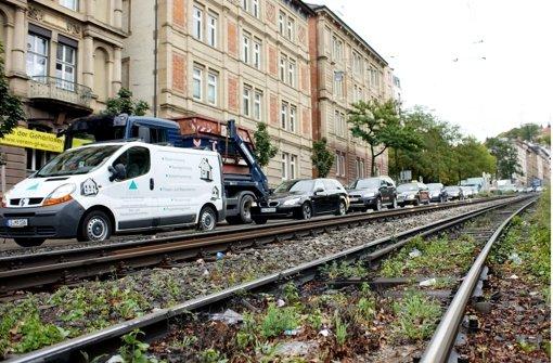 Viele von ihnen nutzen lieber den öffentlichen Nahverkehr oder teilen sich ein Auto. Die Zahl der Autohalter in Stuttgart hat sich vom Jahr 2000 bis heute bis zum Jahr 2011 in manchen Stadtteilen mehr als halbiert. Klicken Sie sich durch die Statistik. Foto: dpa