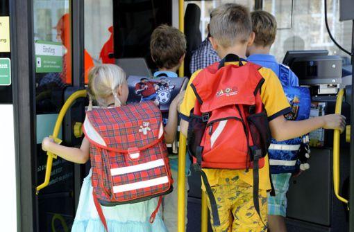 Sechsjähriger bleibt mehrere Stunden in Schulbus sitzen