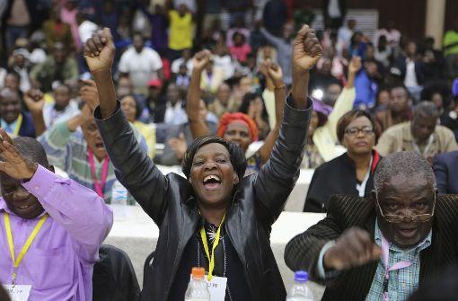 Die Menschen in Simbabwe feiern ihre Freiheit