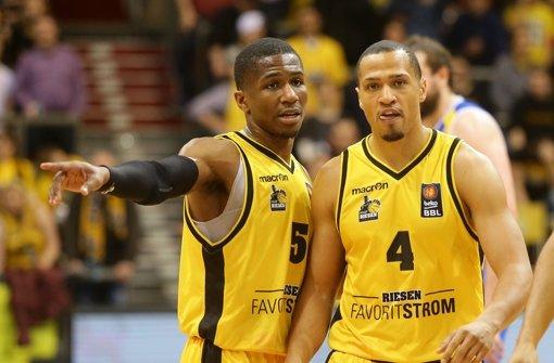 Kerron Johnson und  David McCray und die  MHP Riesen Ludwigsburg haben am Donnerstag im Basketball-Europacup einen wichtigen Sieg bei Zielona Gora gefeiert (Archivbild). Foto: Pressefoto Baumann