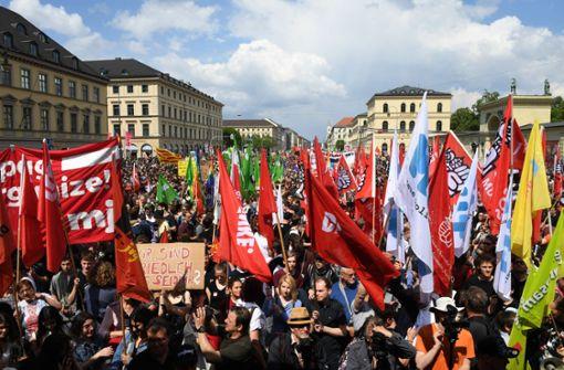 Zehntausend gehen gegen neues Polizeigesetz auf die Straße