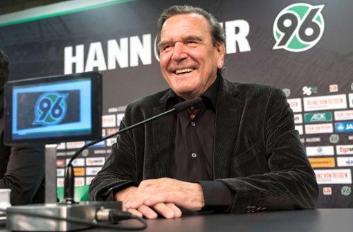 "Alt-Kanzler Schröder nennt 96-Ultras ""ärgerliche Randerscheinung"""