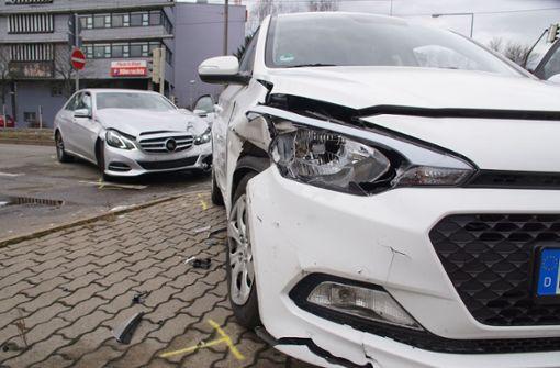 Auch der Fahrer des Unfallwagens wurde leicht verletzt. Foto: Andreas Rosar Fotoagentur-Stuttg