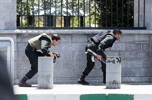 Zwölf Tote nach Angriffen auf Parlament und Mausoleum