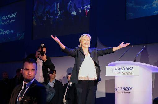 Laut Teilergebnis liegt Le Pen vorn