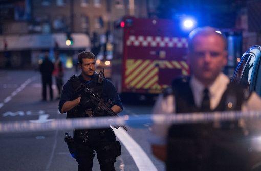 Minivan rast in Fußgänger vor Moschee - mehrere Opfer