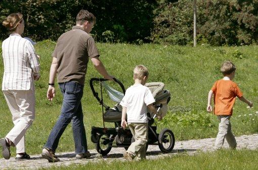 Die Wanderung zum Birkensee ist auch  mit einem geländegängigen Kinderwagen möglich. Foto: dpa