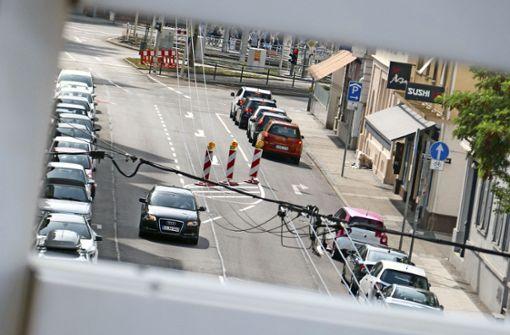 In die Wilhelmstraße führen vom  Wilhelmsplatz  jetzt zwei Fahrspuren. Foto: Nagel