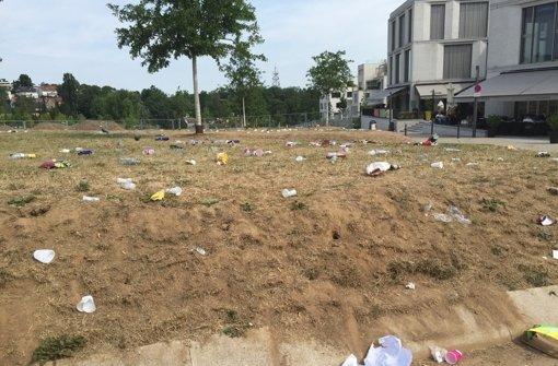 Absperrungen und zusätzliche Mülleimer