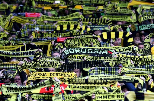 Die Polizei hat am Dortmunder Stadion einen verdächtigen Rucksack gefunden