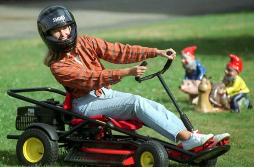 Rasenmäher, Kreissägen und Betonmischer müssen an Sonn- und Feiertagen stillstehen. Doch an sonnigen Werktagen sind dem Lärm keine Grenzen gesetzt. Foto: dpa