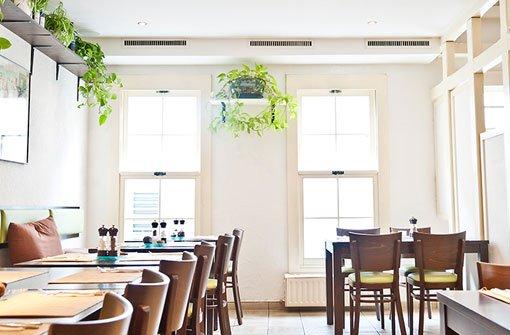 2011 hat das bCoox & Candy/b - Stuttgarts erstes veganes Restaurant - in Bad Cannstatt eröffnet. In der Sulzbachgasse ist jeden Dienstag Pizzatag.  Foto: Coox & Candy