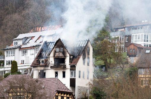 Ermittler können nach Brand nicht ins Gebäude