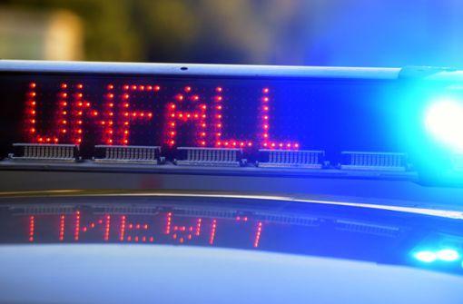 Unfall mit fünf Fahrzeugen auf der A81