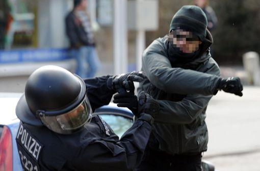 Fans attackieren Polizisten nach Fußballspiel