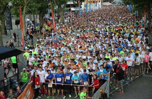 6100 Läufer am Neckar