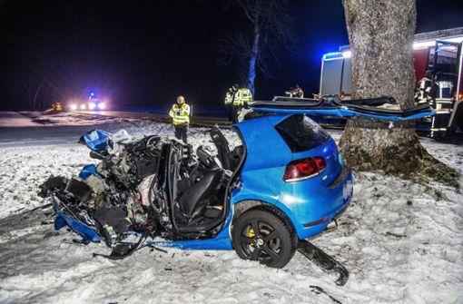 Der Fahrer hatte bei diesem tragischen Unfall keine Chance. Foto: SDMG