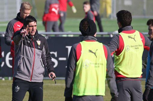 Trainer Tayfun Korkut forderte viel von den Profis. Es war eine intensive Einheit. Foto: Pressefoto Baumann