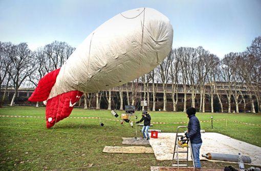 Vorübergehend am Boden, aber dann gleich wieder zum Messdatensammeln oben in der Luft: Der Fesselballon im Unteren Schlossgarten Foto: Lichtgut/Max Kovalenko