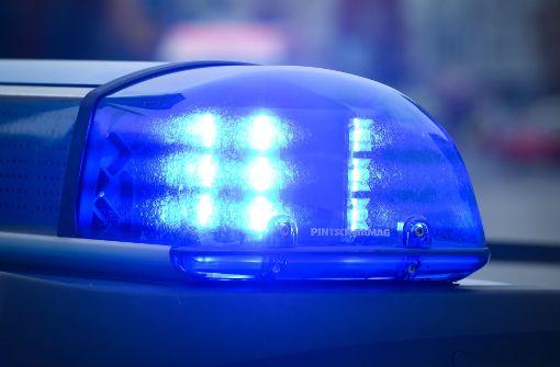 Polizeiauto kollidiert bei Einsatzfahrt mit Opel