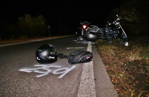 Fußgänger wird von Motorrad überfahren