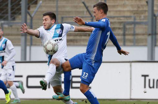 Die Kickers um Daniel Niedermann haben sich gegen Bissingen schwer getan. Foto: Pressefoto Baumann