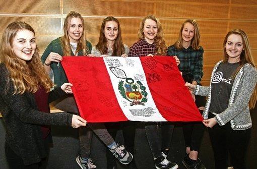 Ein Herz für Peru: die Schülerinnen  des Sozialkreises organisieren die Gala. Foto: factum/Bach