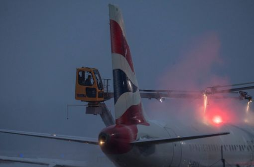Nach Schneefall inzwischen 120 Flüge annulliert